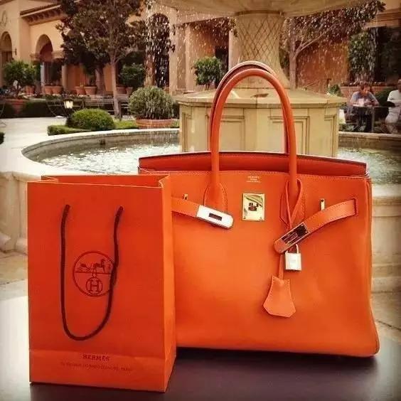 三十而已王曼妮用什么品牌包包?