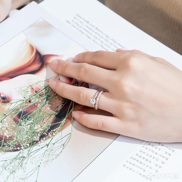 用砖做礼物送女朋友,如何给女朋友定制一款钻石珠宝首饰?