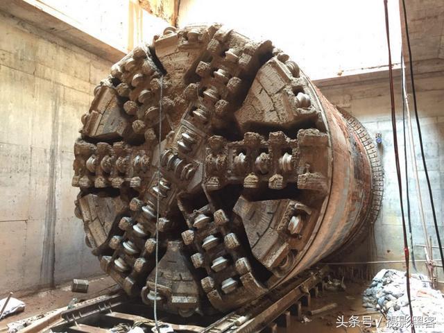 地铁隧道是怎么修建的?用什么工具开挖?
