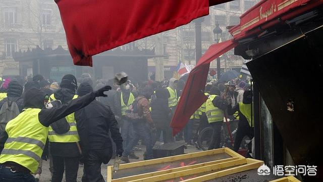 法国黄马甲马克龙下台 法国新一轮黄马甲暴动,