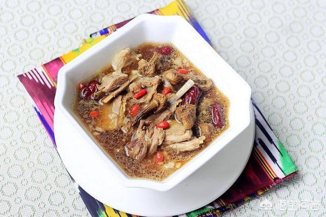 绿豆,苦瓜,胡萝卜猪脚汤的做法是什么?(绿豆炖苦瓜有什么功效)