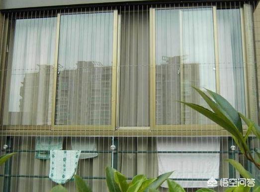 卫生间靠近楼道怎么打个窗户?
