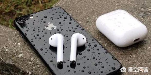 airpods充电需要拿出耳机吗,无线耳机充电仓能充几次耳机电?