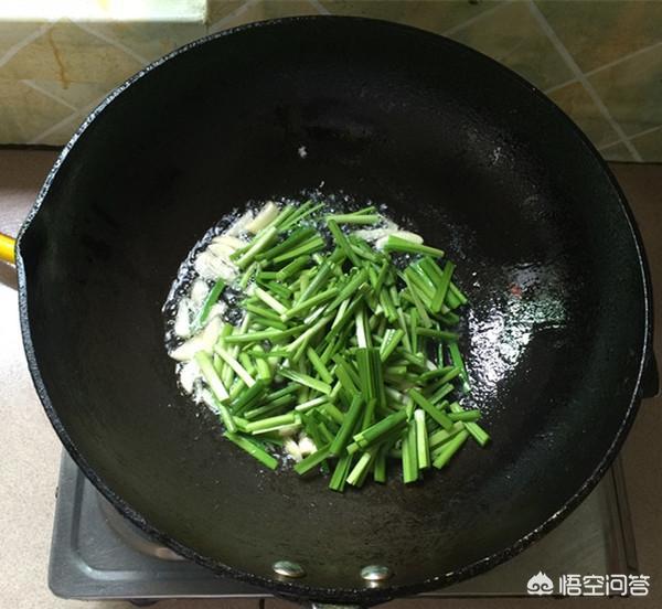 韭菜炒豆芽怎样更加鲜嫩?(韭菜炒豆芽的功效)