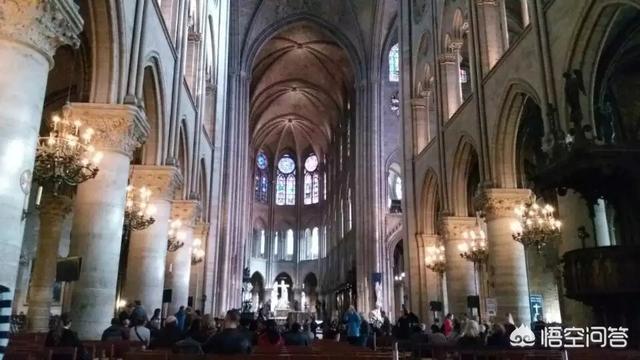 被大火烧成炼狱的巴黎圣母院!已有700多年历史