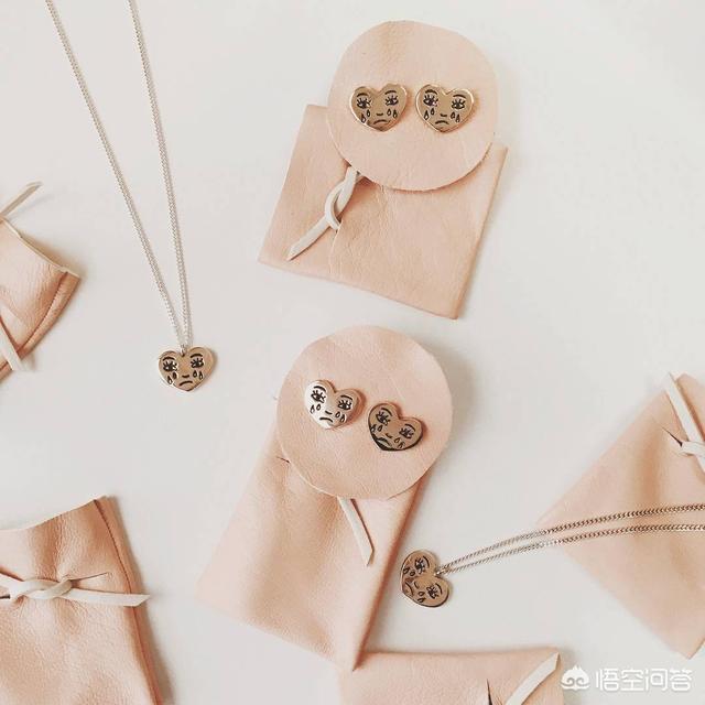 送女朋友礼物周大福,送女生耳坠或者项链,什么牌子的好?