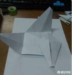 纸飞机的折法25种图片,用正方形折的飞机怎么折?