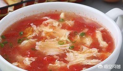 西红柿鸡蛋汤里面放葱吗?(西红柿鸡蛋汤可以放面粉吗)