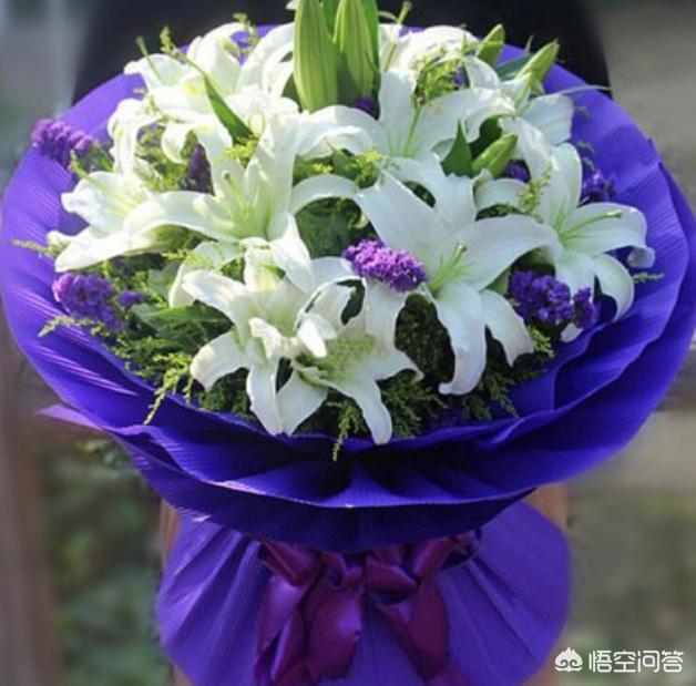 菊花图片祭奠亲人,百合花是不是扫墓时送的花?