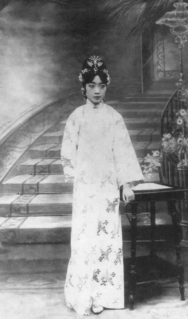 溥仪的皇后婉蓉,为何会与侍卫私通生子?