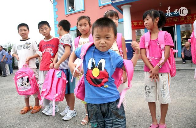 儿童节礼物零食背包制作,孩子上幼儿园发的书包质量怎么样?