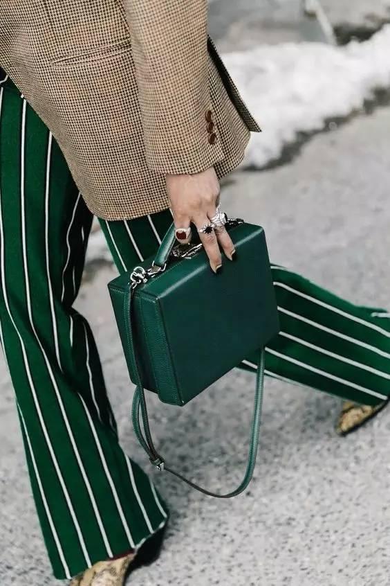 不同款式的包包跟衣服怎么搭配才最好看?(图7)