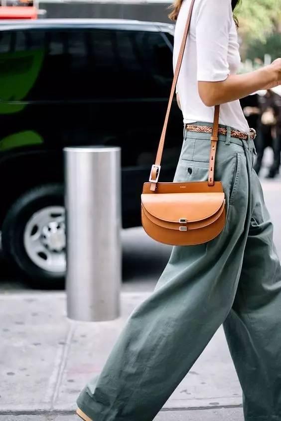 不同款式的包包跟衣服怎么搭配才最好看?(图5)