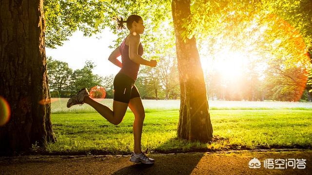 同等情况下,跑步机跑步是否更伤膝盖?(跑步机和户外哪个更伤膝盖)
