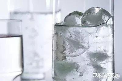 降暑养生十大禁忌,夏天喝冷饮会对身体造成什么伤害吗?(冷饮对身体有什么伤害)