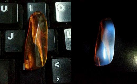 用紫光灯照真假钻石、紫光灯怎么鉴定假钻石、假钻石在紫光灯下图片插图8
