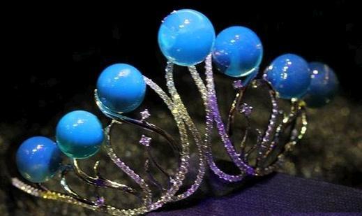 用紫光灯照真假钻石、紫光灯怎么鉴定假钻石、假钻石在紫光灯下图片插图10