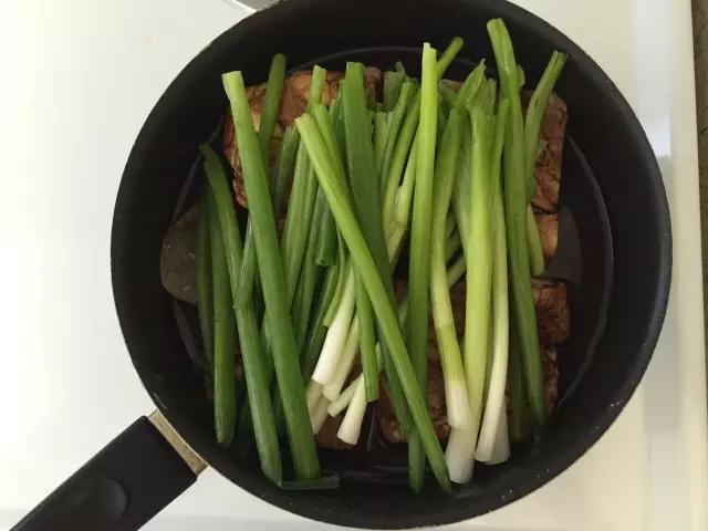 怎么区别东坡肉和红烧肉?(东坡肉是什么肉)