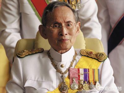 泰国的国王有多少实权和财富?