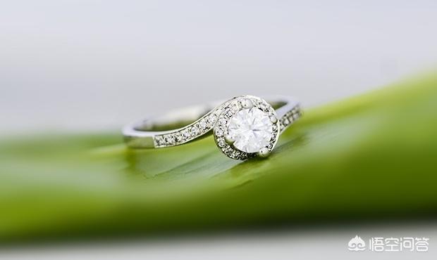 情人节礼物京东自营首饰,520情人节选购白金戒指,有哪些技巧呢?(白金钻石情侣对戒)
