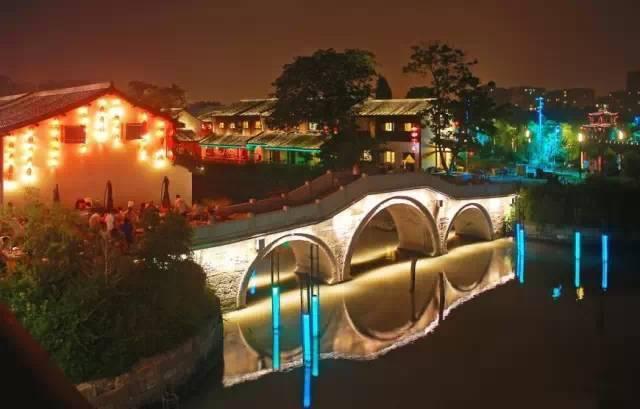 上海夜生活最热闹的地方 :杭州最美最适合的夜行线路是哪些?