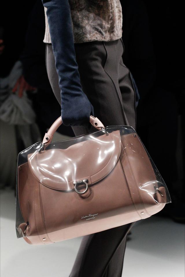 2019流行什么包包颜色 2020流行包包款式 最近流行什么款式的包包,哪些是大牌?