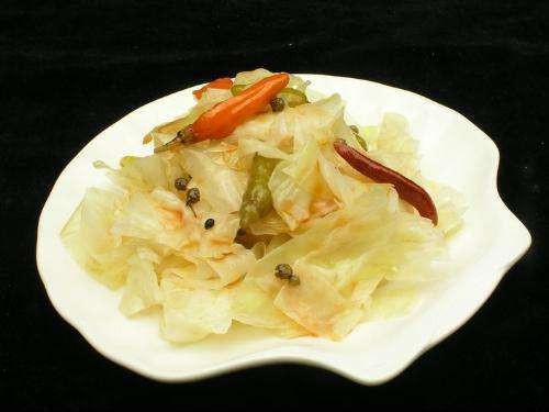 酸辣白菜如何腌制,才好吃?(酸辣白菜的腌制方法)