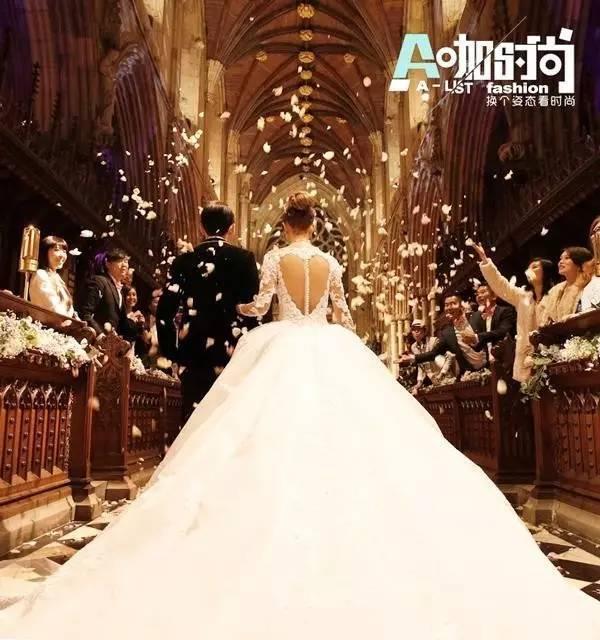 哪位女明星结婚时穿的婚纱最好看?