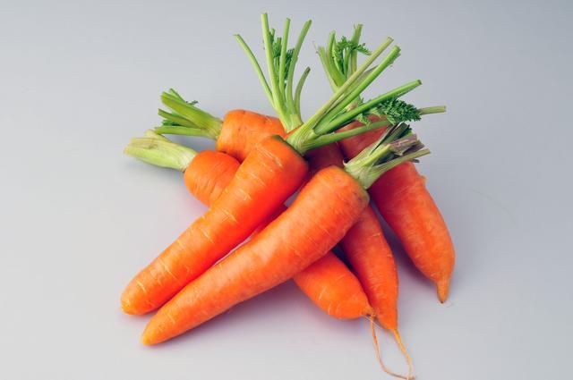 都有哪些适合孩子吃的蔬菜啊?(小孩吃的菜有哪些花样)