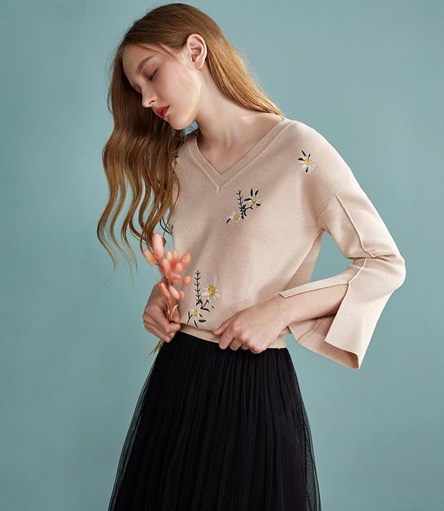 有刺绣图案的针织衫俗气吗?