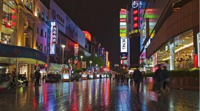 丝袜性感 :上海哪里有便宜好吃的小吃街?