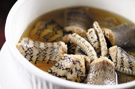 蟒蛇的肉有人吃么?味道如何?(蛇肉的味道)