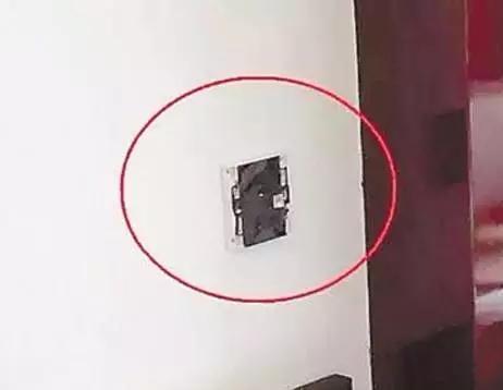 情侣入住宾馆发现摄像头,入住酒店怎么检查是否有摄像头?