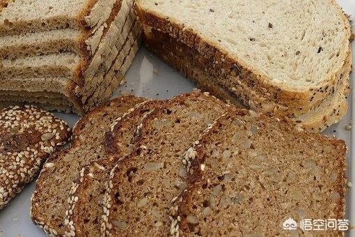 吃全麦面包还是馒头好 全麦面包和馒头的热量 为什么那么多年轻人更愿意吃全麦面包而不是老面馒头?