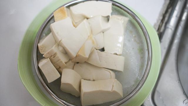 清炖鱼汤的家常做法豆腐?(豆腐炖鱼的家常做法视频)