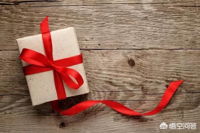 双子女男朋友收到礼物什么反应,男朋友送你礼物,怎么回复你的心意呢?(男朋友送我礼物怎么回复)