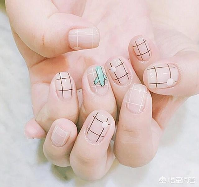 短指甲美甲图案贴吧:指甲很小很短,适合做什么美甲?(相关长尾词)