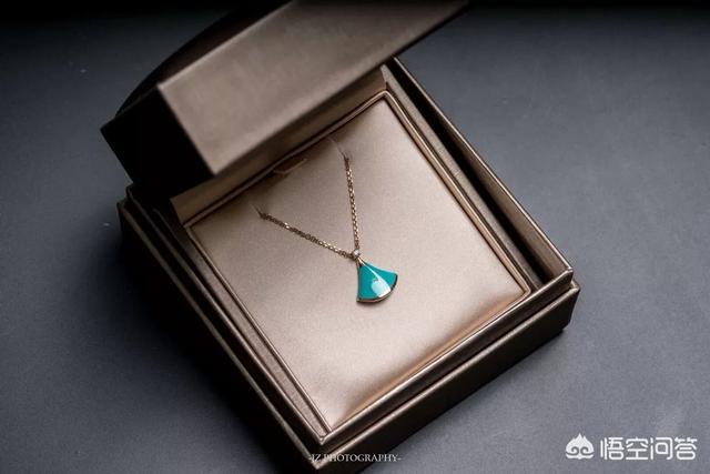 送给女朋友的礼物金项链,送什么礼物给护士女朋友好呢?(送护士女朋友什么礼物好)