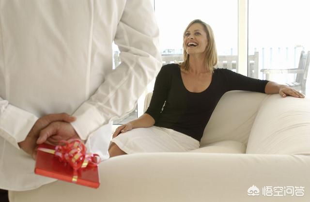 男朋友送过的廉价礼物,女生会介意男生送便宜的礼物给自己吗?