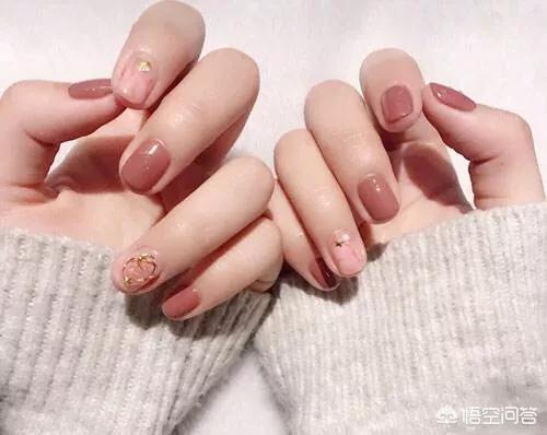 最新美甲图案:春暖花开,没有美美的指甲怎么行,春天适合做什么样的美甲呢?(相关长尾词)