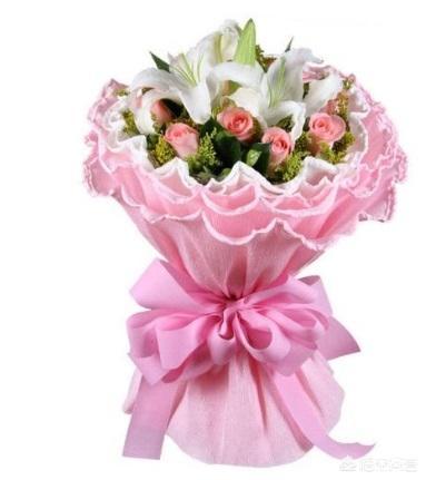 节日送女朋友礼物重要吗,过年男朋友要送女朋友礼物吗?(学生新年送男朋友的礼物)