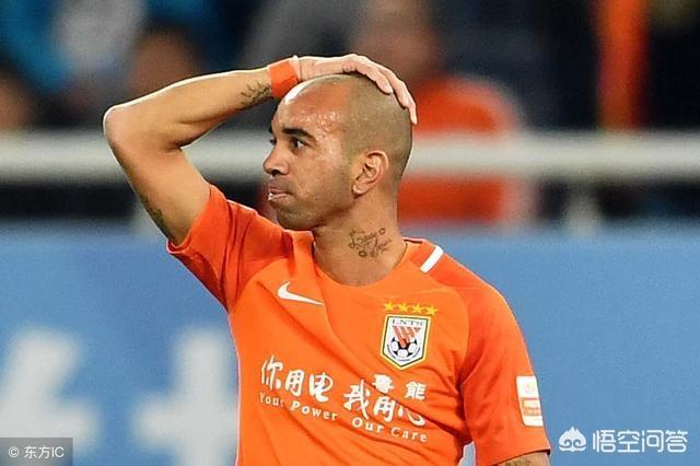 对于今天鲁能主场和重庆的比赛,边裁是否出现重大误判?