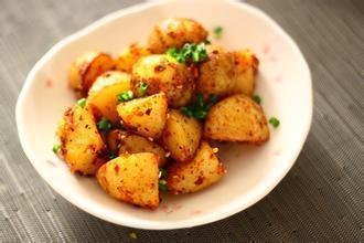 西葫芦炖土豆丁的正宗做法?(西葫芦炖土豆片汤菜的做法)