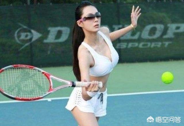 为什么女子网球服下装是裙子?