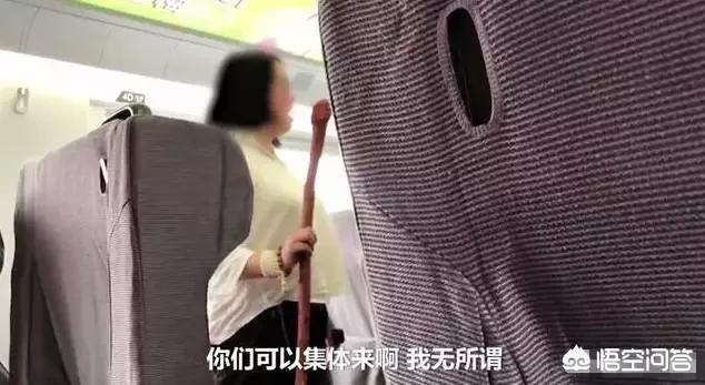 女子在高铁上直播,音量过大,引发乘客不满,