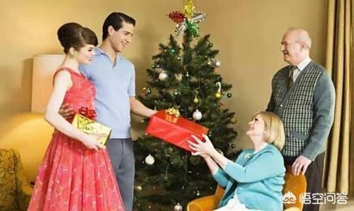 见男方父母买礼物要和男朋友aa吗,相亲第一次见面要去男方家里要买礼物吗?(第一次见面要送礼物吗)