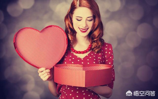 男生向其他女生问应该送女朋友什么礼物,如何教直男选送女朋友的礼物?