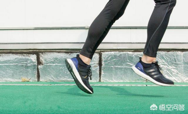 如何选择跑步鞋(如何选择跑步鞋 护膝)