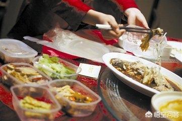 常吃剩菜对身体的危害 老一辈人吃剩菜身体好 用塑料袋打包饭菜,这会对身体有害吗?有何依据?
