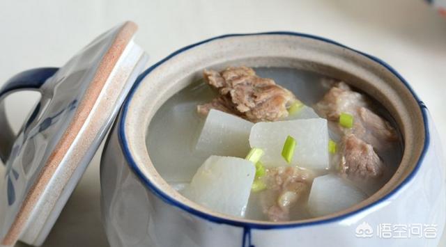 如何做羊汤炖萝卜金针菇?(羊肉金针菇汤的做法)